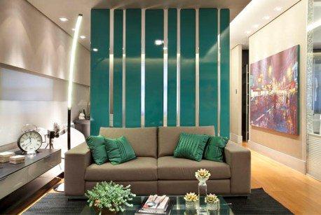 São apartamentos relativamente pequenos, com ambientes integrados