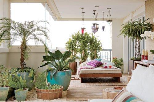 Varanda com plantas em vasos