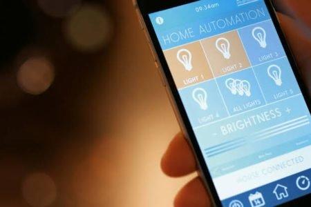 Por Que Você Deve Ter um Interruptor de Luz Inteligente em Sua Casa