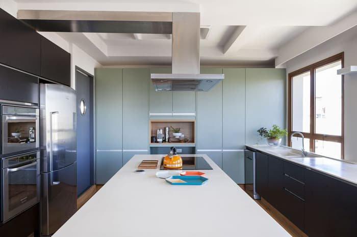 cozinha com armarios na cor verde