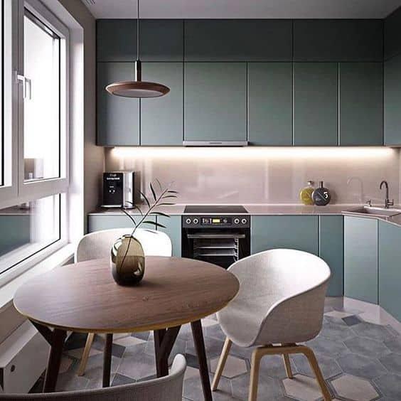 cozinha completa neutra e com armários verde