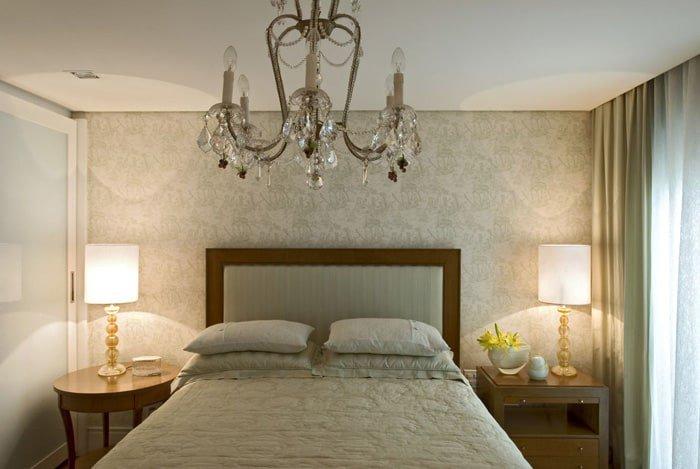 lustre com luz indireta no quarto