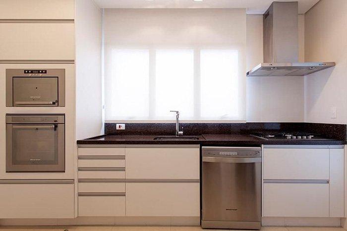 armários de cozinha planejados com eletrodomésticos embutidos
