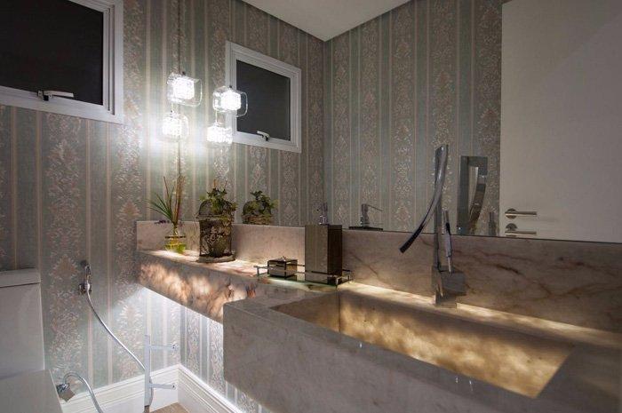 banheiro com cuba esculpida de mármore