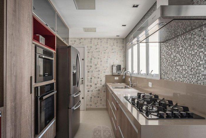 balcão com fogão embutido na cozinha