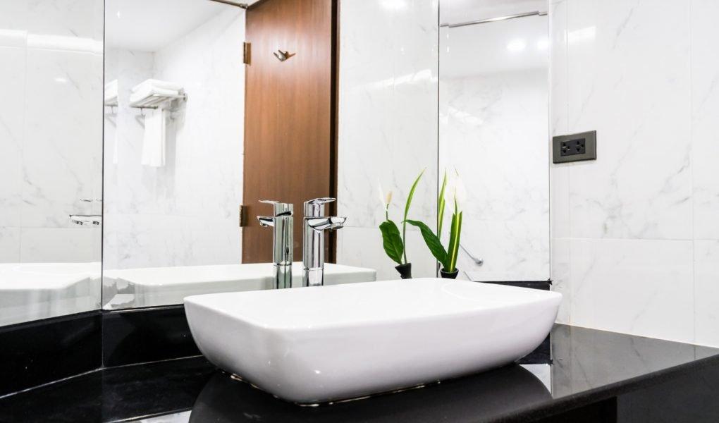 Como iluminar espelho de banheiro